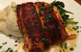 Gandalfs Pub Salmon
