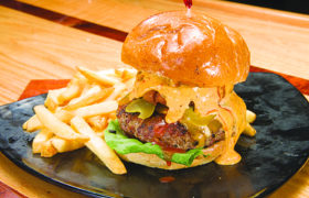 Musketeers Bar Grill 5 Burger